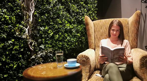 """U najvećoj beogradskoj kafeteriji Aviator Coffee Exploreru održana promocija knjige """"Avijatičareva žena"""" u izdanju Lagune"""