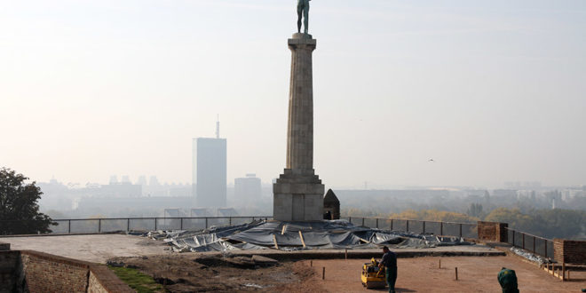"""U toku poslednje pripreme za demontažu spomenika, nećete verovati ŠTA JE PRONAĐENO UNUTAR """"POBEDNIKA"""" (FOTO)"""