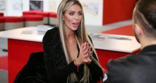"""Ava Karabatić potpisuje bestseler """"Ja nomad"""" ispred noćnog kluba"""